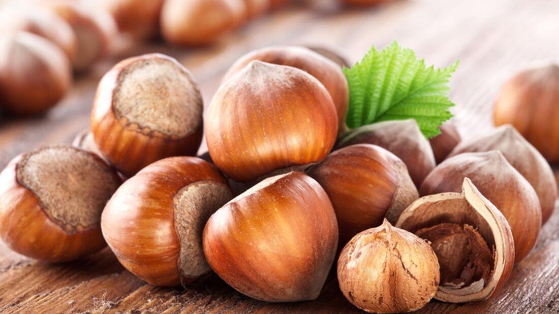 1 Portion Haselnüsse (40 Gramm) deckt mit 10,5 Gramm bereits Ihren Tagesbedarf an Vitamin E