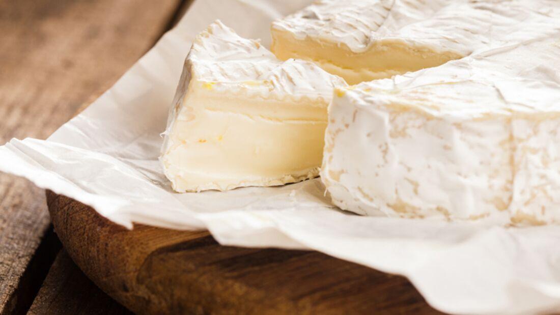 100 Gramm Weichkäse (wie Brie oder Camembert) enthalten 60 bis 80 Mikrogramm Folsäure