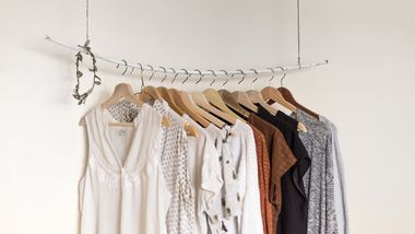 7 Kleidungsstücke, die Sie sofort aussortieren können