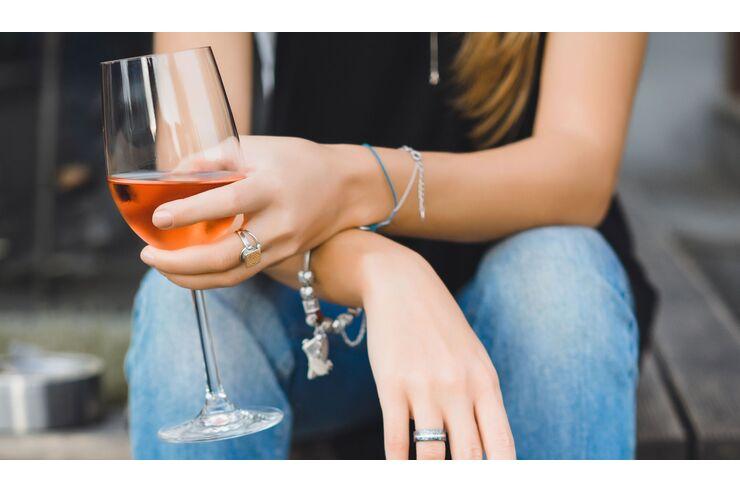 Wie man Rotwein trinkt, um Gewicht zu verlieren