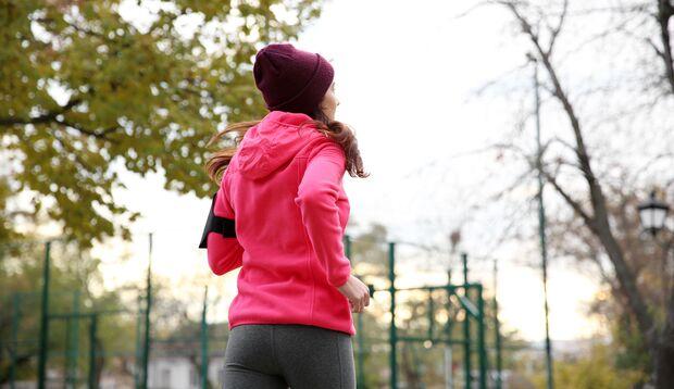 Abgase und Lärm stressen unseren Körper selbst beim Sport und können so die Stoffwechselstörung HPU begünstigen