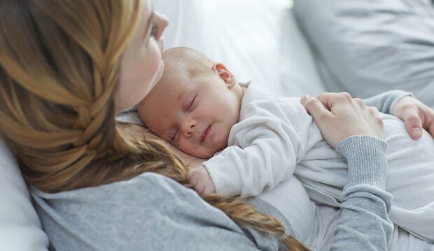 Atemübungen helfen dir nach der Entbindung, in deinen Körper hineinzuspüren