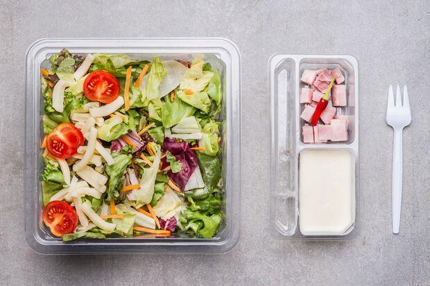 Auch Fertig-Salate enthalten Fertig-Dressing – Finger weg!