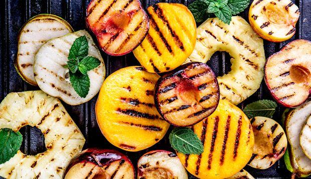 Auch Obst lässt sich grillen
