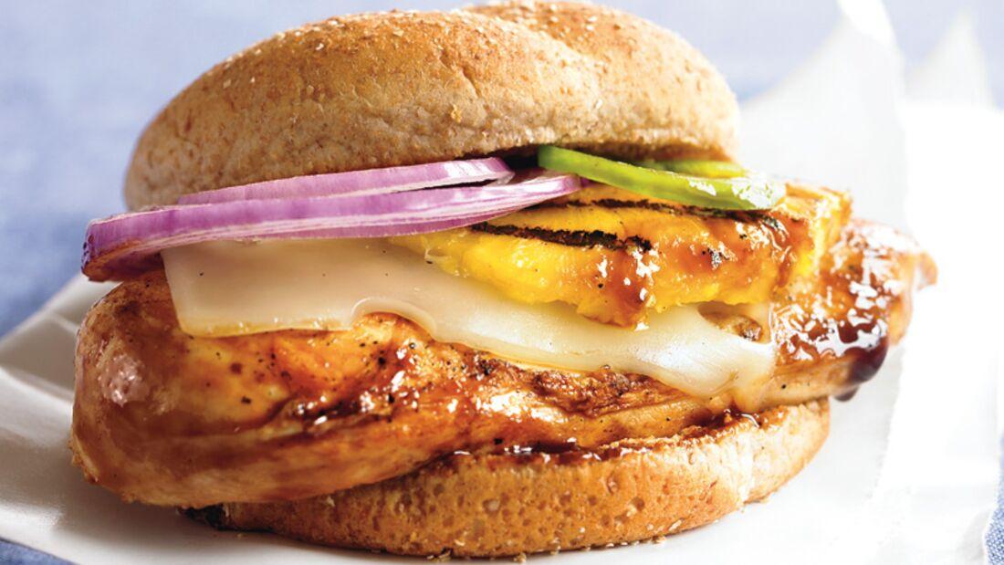 Bauch-weg-Burger mit Hähnchen und Ananas