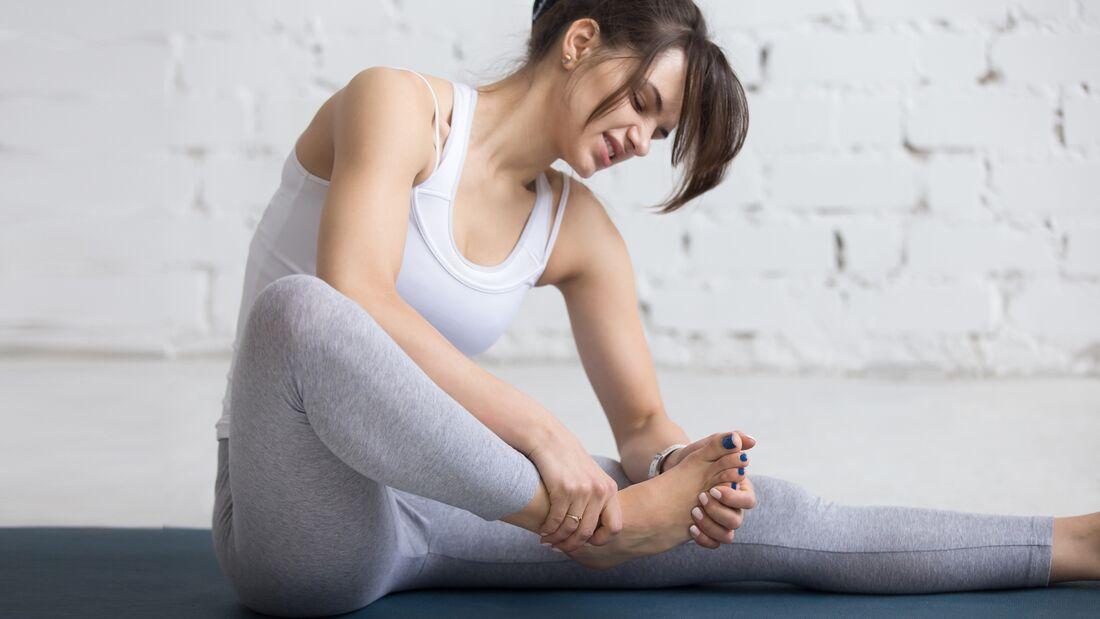 Bei stumpfen Sportverletzungen hilft meist Kühlen und eine gute Sportsalbe