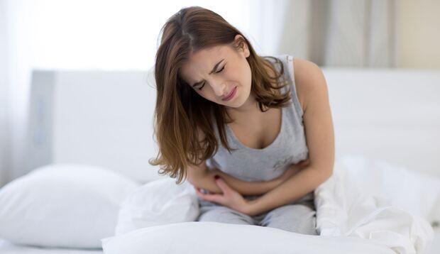 Besonders starke Periodenschmerzen können ein Hinweis auf Endometriose sein