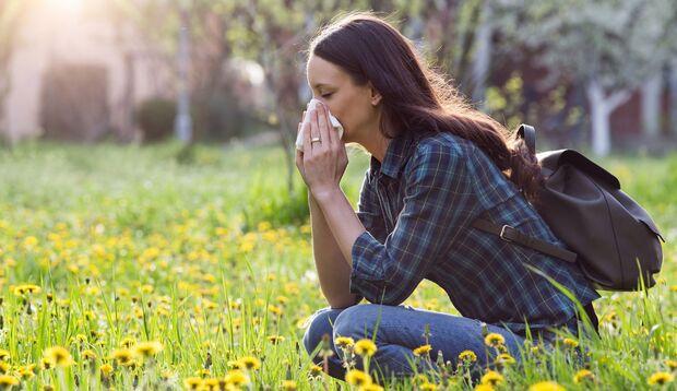 Blühende Wiesen sind für Allergie-Geplagte kein entspannender Ort