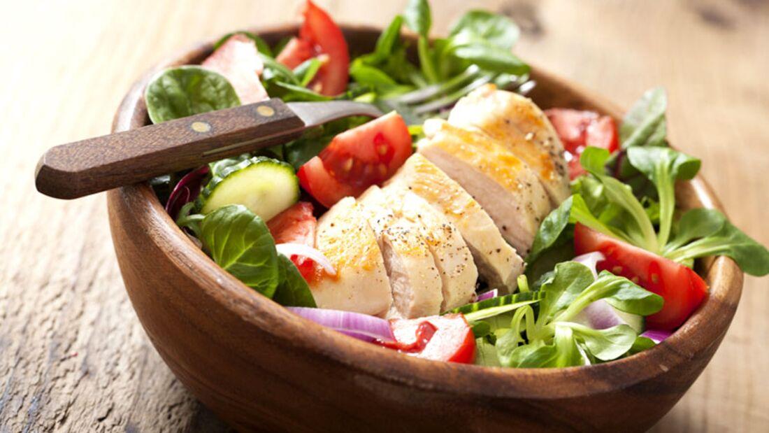 Bunter LOGI-Salat mit Putenbrust