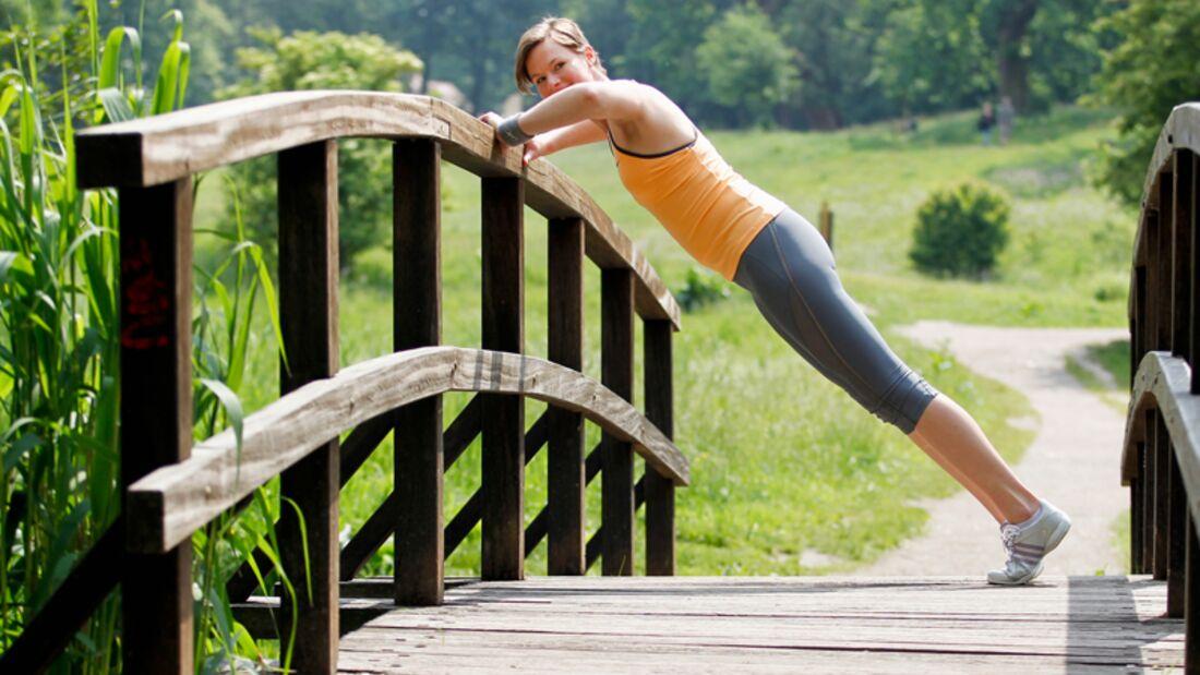 Carola joggte mehrmals pro Woche eine Stunde und machte dabei noch Kraftübungen