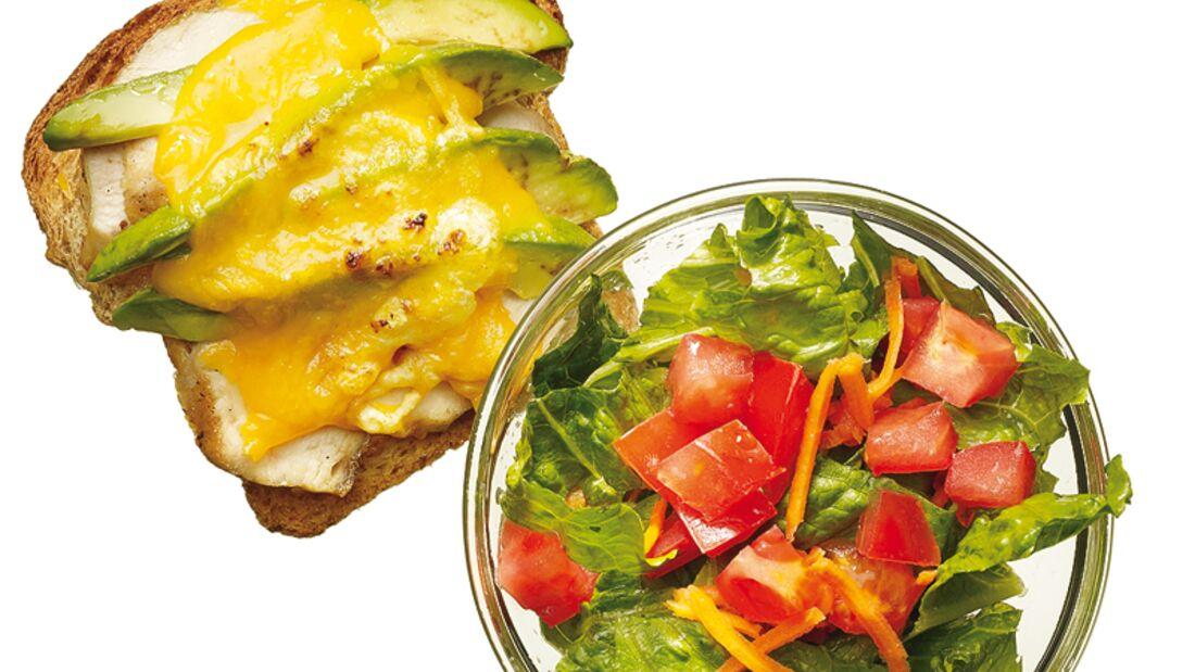 Chicken-Toast mit Salat