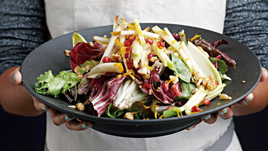 Chicorée-Birnen-Salat mit Walnüssen