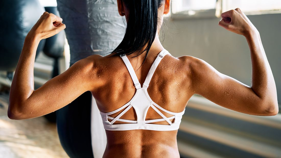 Close,Up,Of,Woman,Back,With,Flexing,Her,Muscles,In