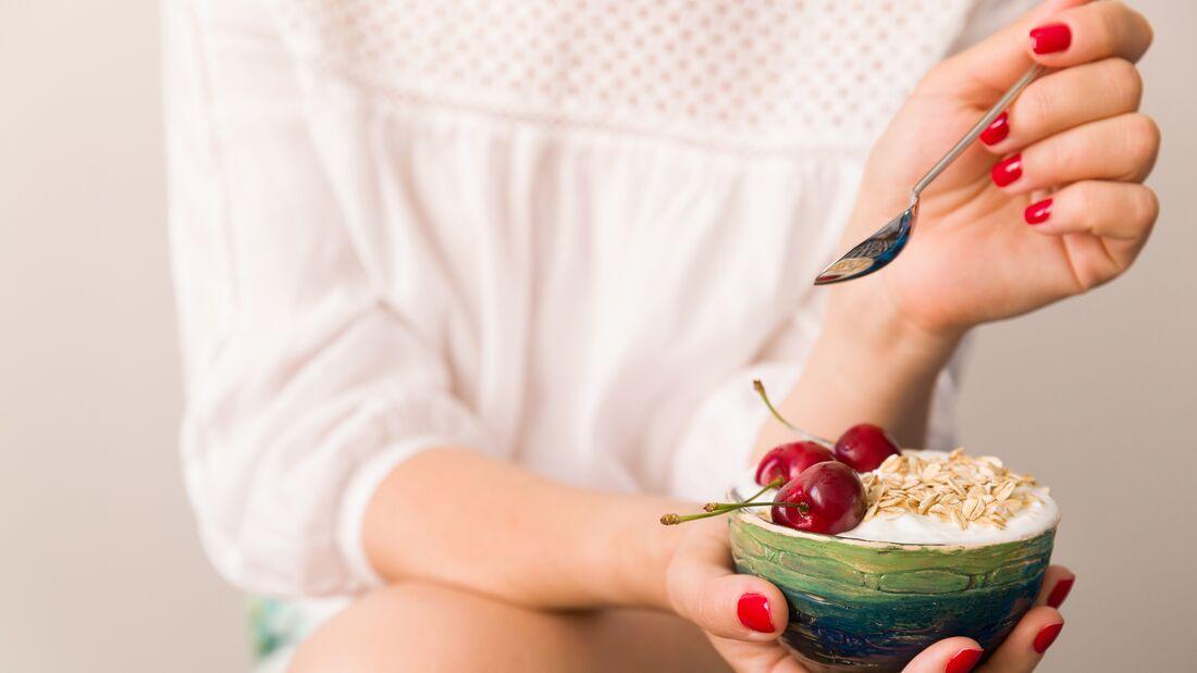 Der Eiweiß-Fluff enthält kaum Kalorien und Zucker