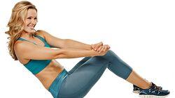 Der Trainingsplan für einen flachen Bauch in Bildern