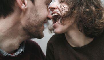 Kerl Japanische Mädchen küssen Das super