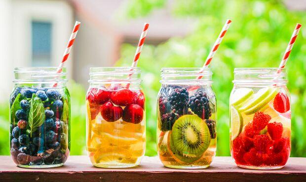 Der perfekte Durstlöscher für den Sommer: Detox-Wasser