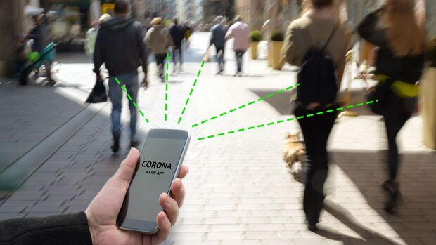 Die Corona-Warn-App nimmt mittels Bluetooth Signale anderer Smartphones verschlüsselt auf