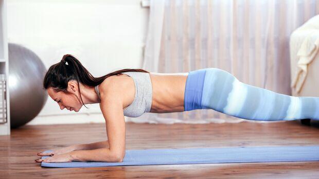 Die Planke stärkt Bauch und Rumpf