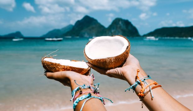 Die reife Kokosnuss enthält kaum noch Kokoswasser