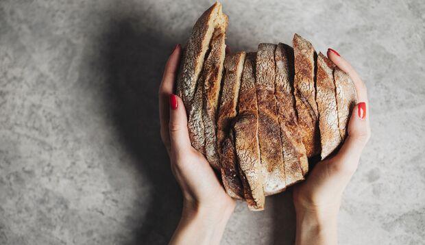 Du kannst frisches Brot einfrieren, damit es länger haltbar ist