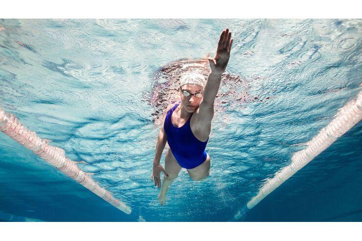 Schwimmen im Meer, um Gewicht zu verlieren