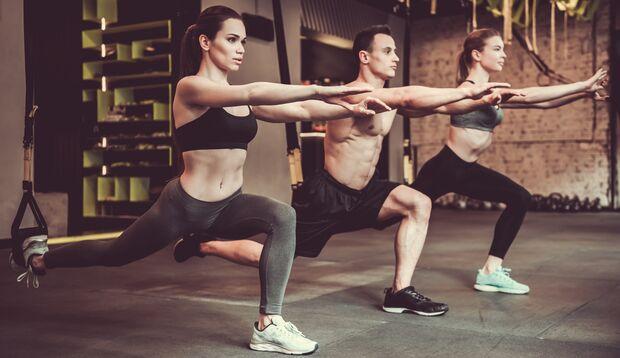 Effektive Bein-Moves gibt es natürlich am Schlingentrainer
