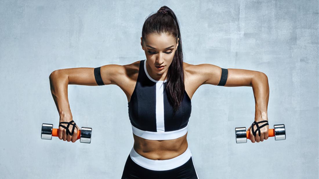 Machen Sie Gewichte, um die Arme abzunehmen