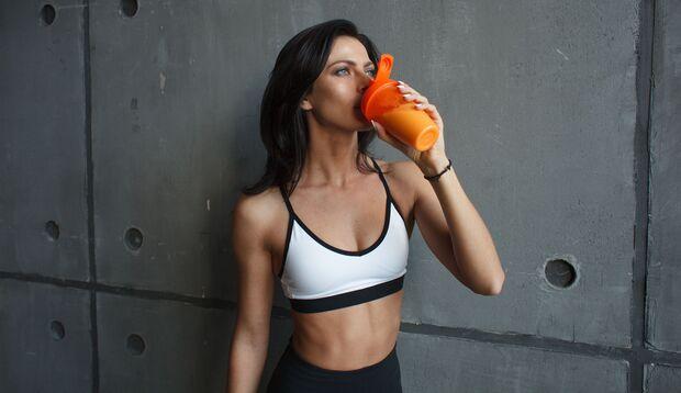 Ein Protein-Shake versorgt dich mit Eiweiß