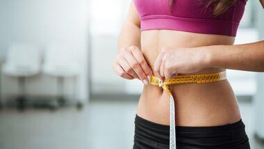 Ein flacher Bauch ist ideal für deine Gesundheit: Je geringer der Bauchumfang, desto geringer das Risiko für Herz-Kreislauf-Erkrankungen und Diabetes