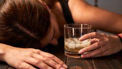 Eine Alkoholsucht beginnt meist schleichend