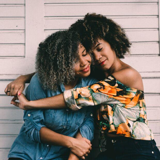 Eine gute Freundin kann dir dabei helfen, neue Kraft zu schöpfen