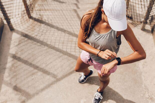 Einziges Accessoire für den perfekten Sommer-Sport-Style: die Pulsuhr