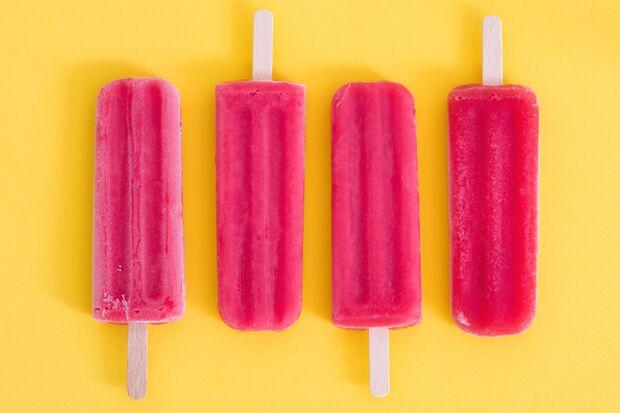 Erdbeer-Eis geht immer – besonders am Stiel
