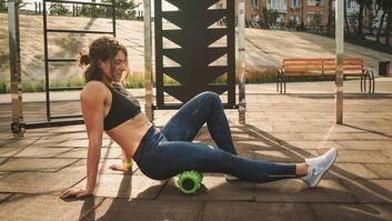Faszientraining verbessert die Beweglichkeit, aber hilft das Rollen auch gegen Cellulite?