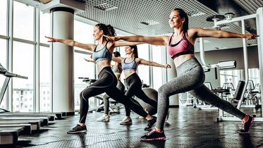 Aerobic-Übungen zum Abnehmen im Fitnessstudio