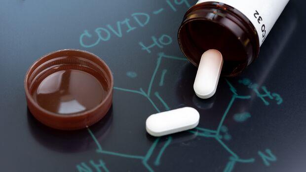 Forscher prüfen, ob sich in einem bereits zugelassenen Arzneimittel eine gegen Covid-19 wirksame Substanz befindet