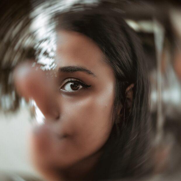 Frau in Spiegel