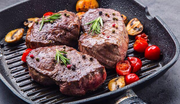 Frauen lieben ein gutes Steak