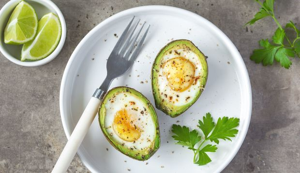 Gebackene Avocado mit Ei