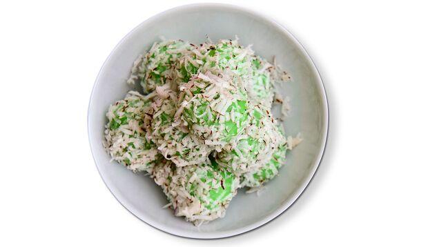 Grüne Kokosreisbällchen