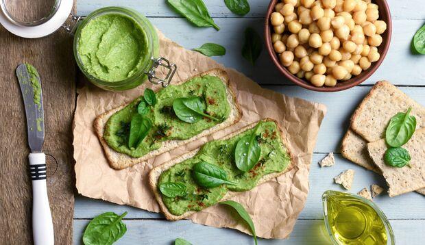 Grüner Hummus ist ein echter Hingucker!