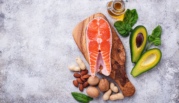 Gute Fette stecken in Fisch, Avocados, Nüssen und Öl