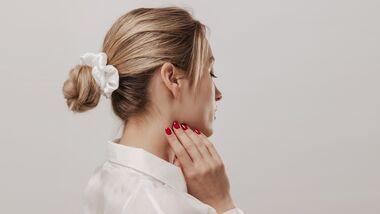 Haaransatz kaschieren ohne Färben