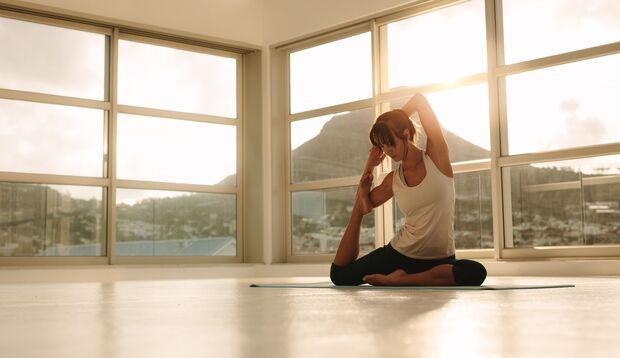 Im Yoga ist es viel wichtiger, dass Sie bei Ihrer Atmung bleiben als sich besonders stark zu verrenken