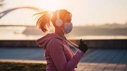 Joggen mit Mund-Nasen-Schutzmaske