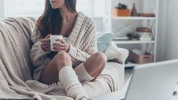 Kakao und Ingwer-Tee helfen bei PMS-Beschwerden