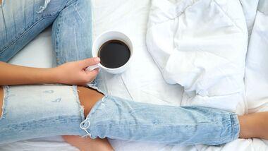 Kamillentee entspannt die Nerven und hilft beim Einschlafen