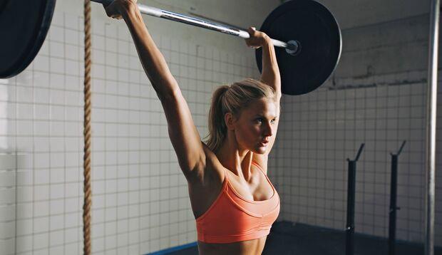 Keine Angst vor schweren Gewichten! Trauen Sie sich ruhig etwas zu, aber achten Sie auf die korrekte Ausführung der Übungen.