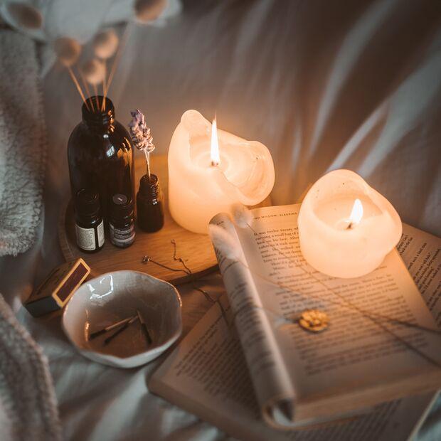 Kerzenschein im Bett